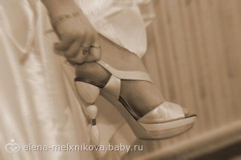 букет невесты и платье в греческом стиле.
