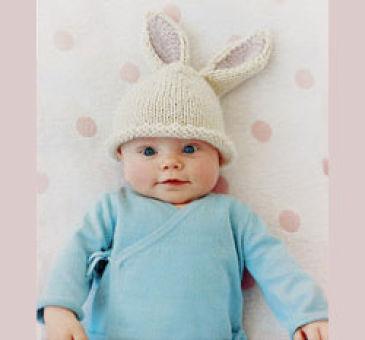 "Шапочка  ""Заячьи ушки "" на спицах для младенца в возрасте 3-6 месяцев.  100 грамм белой шерсти (100 грамм/100 метров)..."