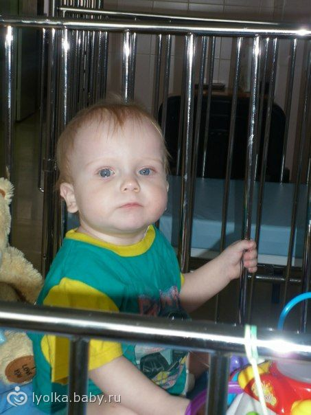 посмотрите в эти глазки.такой кроха проводит свои дни на больничных койках((((