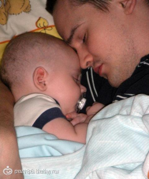 Голый спящий папа фото
